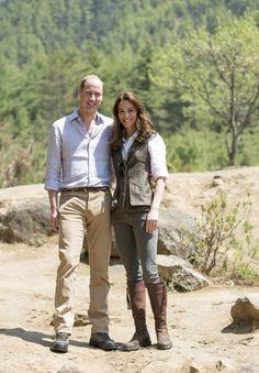 """Le prince William et son épouse la duchesse de Cambridge ont fait un un trek pour se rendre au monastère """"Taktshang"""" à Paro, à l'occasion de leur voyage au Bhoutan."""
