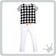 Calçadão; un recorrido de piedra blanca y negra que simula un minimalista rio en la playa más importante de Copacabana sirvió de inspiración para la tendencia blanco y negro presente en blusas, shorts y vestidos. Aquí una muestra. - See more at: http://www.shopepk.com.co/index.php?page=shop.product_details&flypage=flypage_look.tpl&product_id=728&category_id=168&option=com_virtuemart&cat=6&Itemid=69