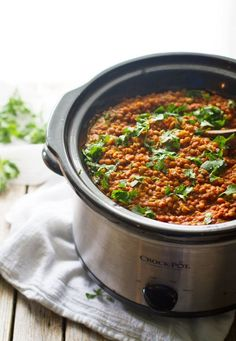Crockpot Red Lentil Curry - Pinch of Yum. anything that can be done in a crockpot is infinitely better.