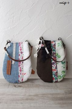 ラウンド型のスマホポーチ♪ : neige+ 手作りのある暮らし Small Crossbody Bag, Tote Bag, Japanese Bag, Diy Bags Purses, Japanese Patterns, Fabric Bags, Handmade Bags, Beautiful Bags, Fashion Bags