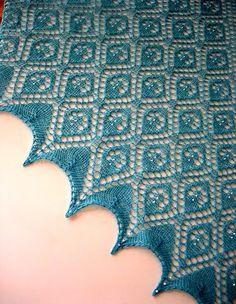 вязание шали спицами с бисером