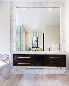 10 Cool Minimalist Bathroom Mirror Design Ideas That Your Can Imitate - Home Decor Unique Bathroom Mirrors, Bathroom Mirror Design, Bathroom Mirror Makeover, Large Bathrooms, Bathroom Styling, Beautiful Bathrooms, Bathroom Interior, Modern Bathroom, Master Bathroom