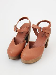 I'm really shocked at how appealing these are. Even tho they have cleavage on the toe. Maybe that's part of the appeal!