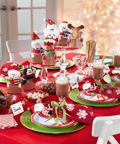 Hot Chocolate Party - my head just exploded. Christmas Trends, Christmas Inspiration, Winter Christmas, Christmas Holidays, Merry Christmas, Christmas Sweets, Christmas Crafts, Christmas Decorations, Christmas Centerpieces