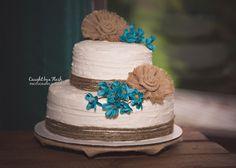 #wedding #vintage #fall #fallwedding #bride #bridal #groom #western #cowboy #cowgirl #weddingcake #country