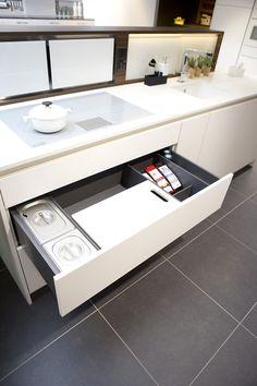 Diese Schubladeneinsätze Räumen Das Innenleben Der Küche Auf Stilvolle  Weise Auf. Entwickelt Im Eigenen Kreativstudio In Bühler, Sorgt Das  Innovatiu2026