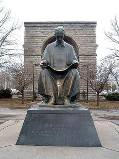 Photo of Statue of Tesla at Niagara Falls for fans of Nikola Tesla. Statue of Tesla in the State Park of Niagara Falls. The statue was a gift from Yugoslavia the U. Nikola Tesla Inventions, Nicola Tesla, Tesla Coil, Secrets Of The Universe, Fall Wallpaper, Serbian, Fall Photos, Public Art, Niagara Falls