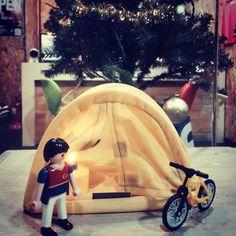 크리스마스 트리 앞에서 맞이하는 캠핑 #크로스핏 #crossfit #playmobil #플레이모빌 #플모 #토이스타그램 #캠핑 #라이딩