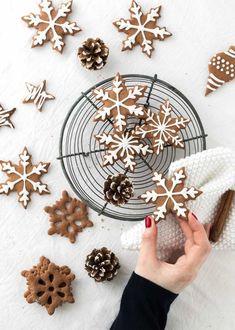cute christmas cookies Weihnachtspltzchen Rezept L - christmascookies Xmas Food, Christmas Cooking, Christmas Desserts, Chewy Gingerbread Cookies, Xmas Cookies, Latte Macchiato, Ginger Bread Cookies Recipe, Pumpkin Spice Cupcakes, Christmas Mood