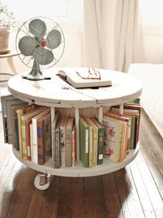 Fantastic idea for book storage and display for my vintage finde. From Old Cable Spool To New Library Table Read more: DIY Home Decor Crafts - Easy Home Decorating Craft Ideas - Country Living Decor Crafts, Diy Home Decor, Diy Crafts, Simple Crafts, Paper Crafts, Cable Spool Tables, Cable Spools, Cable Spool Ideas, Sweet Home