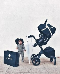 Black, white and chic all over with our Xplory True Black stroller. credit: @livingnotes