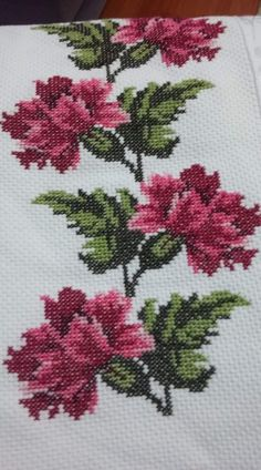 Cross Stitch Borders, Cross Stitch Flowers, Cross Stitch Designs, Cross Stitching, Cross Stitch Patterns, Knitting Patterns, Creative Embroidery, Floral Embroidery, Hand Embroidery