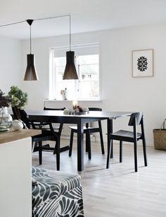 La deg innspirere av dansk julstemning i skogen Kitchen Dining, Dining Room, Dining Table, Wishbone Chair, Home Kitchens, Interior Decorating, Home And Garden, Inspiration, Furniture