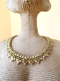 *P Ecco il tutorial della collana Tifaine - I wish this tutorial was available in English (or that I read Italian! Seed Bead Necklace, Seed Bead Jewelry, Twin Beads, Beadwork Designs, Beaded Jewelry Patterns, Beading Patterns, Beaded Crafts, Soutache Jewelry, Bead Weaving