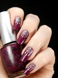 Red dream catcher nail art