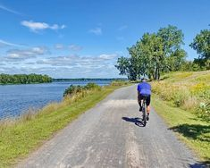A 20 km peaceful cycling path along the banks of the Ottawa River with many optional routes. Read the review with photos and maps here. Park Trails, Bike Trails, Ottawa River, Road Routes, Nordic Skiing, Bike Path, Island Beach, Pavement, My Ride
