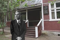 Marking the anniversary the 55th anniversary of Pasternak's death RBTH offers you the virtual tour of his famous house in Peredelkino.