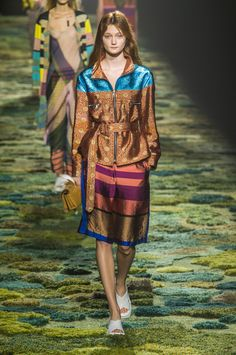 Dries Van Noten at Paris Fashion Week Spring 2015 - Runway Photos Paris Fashion, Runway Fashion, Fashion Show, Fashion 2015, John Everett Millais, Paisley, 2015 Trends, Spring Summer 2015, Ideias Fashion