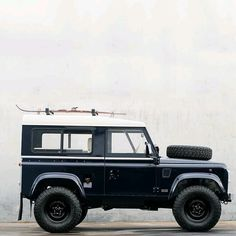 Art @coolnvintage  Follow us ---> @dailyoverland  @landrover  #DefenderSeries #DefenderLife...