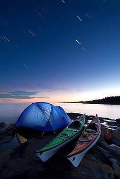Camping Under Startrails Kayak Camping under startrails / near Grand Marais, Minnesota.Kayak Camping under startrails / near Grand Marais, Minnesota. Camping En Kayak, Canoe And Kayak, Kayak Fishing, Camping Gear, Camping Hacks, Camping Nice, Lake Kayak, Lake Camping, Canoe Boat