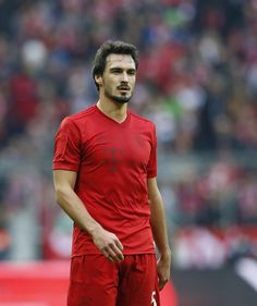 Mats Hummels Photos Photos - Mats Hummels of FC Bayern Muenchen looks on during the Bundesliga match between Bayern Muenchen and TSG 1899 Hoffenheim at Allianz Arena on November 5, 2016 in Munich, Germany. - Bayern Muenchen v TSG 1899 Hoffenheim - Bundesliga