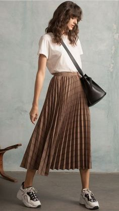 Pixie Market Plaid Pleated Midi Skirt skirt midiskirt shopthelook outfits looks classystyle minimalstyle 420734790186585884 Casual Skirt Outfits, Mode Outfits, Girly Outfits, Vintage Outfits, Fashion Outfits, Outfit With Skirt, Long Skirt Outfits For Summer, Skirt Ootd, Midi Skirt Casual
