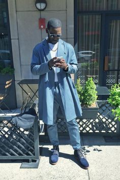 Kofi Siriboe Style - 12 Times Kofi Siriboe's Instagram Style Made us Swoon Gorgeous Black Men, Handsome Black Men, Beautiful Men, Dope Fashion, Mens Fashion, Fashion Pants, Kofi Siriboe, Eye Candy Men, Chocolate Men
