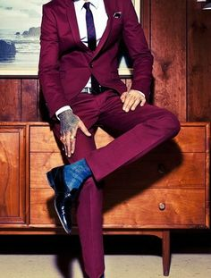 So smart. A guy that can pull off a coloured suit is always impressive! maroon #suit, blue #socks and #tattoos