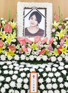 Memorial service takes place for Ladies' Code's EunB | http://www.allkpop.com/article/2014/09/memorial-service-takes-place-for-ladies-codes-eunb