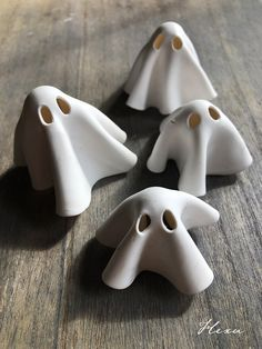 Clay ghost by SpellofHexu Diy Fimo, Fimo Clay, Polymer Clay Crafts, Polymer Clay Jewelry, Clay Art Projects, Ceramics Projects, Halloween Clay, Halloween Crafts, Ceramic Pottery