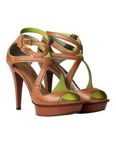 Sandália Meia Pata Caramelo/verde  R$325