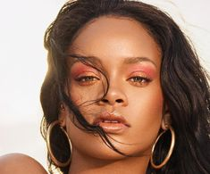 Rihanna's Makeup Artist Shares the Key to Achieving Her Clumpy Eyelash Look - Fashion Moda Rihanna, Rihanna Mode, Rihanna Fan, Rihanna Looks, Rihanna Style, Rihanna Outfits, Rihanna Fenty Beauty, Rihanna Makeup, Photo Star