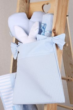 Discover the Clair de Lune Waffle Nursery Tidy Pocket perfect for tying to your baby's cot to keep essentials such as nappies, creams or baby's toys and comforters close to hand, right where you need them! The blue is perfect for a baby boy, match it with other products from the Waffle range to create a fully coordintated nursery. Check it out!