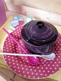 Le Creuset We had forgotten how vibrant these colours together are, they look fantastic don't they? Kitchen Supplies, Kitchen Items, Kitchen Gadgets, Kitchen Dining, Cocotte Le Creuset, Le Creuset Cookware, Purple Kitchen, Kitchen Colors, Dutch Oven Cooking
