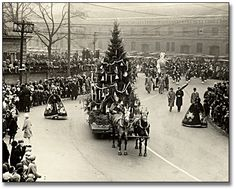 Arrival in Toyland, Eaton's Santa Claus Parade, Toronto, 1930 Old Time Christmas, Ghost Of Christmas Past, Christmas Scenes, Old Fashioned Christmas, Christmas Holidays, Vintage Christmas Photos, Antique Christmas, Retro Christmas, Vintage Holiday