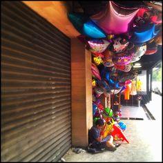 Balloon seller, Colonia Condesa, Mexico City Mexican Designs, México City, Determination, Balloons, Memories, Inspiration, Mexico City, Viajes, Memoirs
