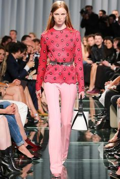 See the complete Louis Vuitton Resort 2015 collection.