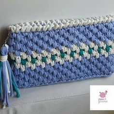 No photo description available. Dyi Rugs, Crochet Pouch, Crochet Bags, Crochet Ideas, Textiles, Crochet Handbags, Wool, Knitting, Instagram Posts