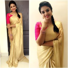 Looking for plain sarees and designer blouse designs, check out 12 fresh ways on how to style these simple sarees. Simple Sarees, Trendy Sarees, Fancy Sarees, Indian Beauty Saree, Indian Sarees, Kerala Saree Blouse Designs, Cotton Saree Blouse Designs, Golden Saree, Set Saree