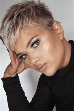 Popular Pixie Hairstyles At The Time, Did You Fall In Love With It? - Latest Fashion Trends for Girls Edgy Short Hair, Short Hair Trends, Super Short Hair, Short Hair Older Women, Short Hair Styles, Super Short Pixie Cuts, Edgy Pixie Cuts, Pixie Haircut For Round Faces, Pixie Haircut For Thick Hair