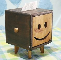 Paper towel box:For my family Easy Small Wood Projects, Diy Wood Projects, Wood Crafts, Woodworking Joints, Woodworking Projects, Woodworking Videos, Handmade Furniture, Wood Furniture, Tissue Box Holder