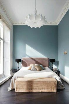 tete de lit tapisserie rose chambre a coucher moderne mur en bleu marrin