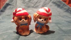 VINTAGE CHRISTMAS DOGS PUPPIES WITH CHRISTMAS HATS SALT AND PEPPER SET. JAPAN