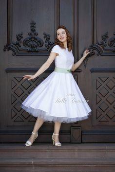 Atelier Belle Couture   schlichtes Brautkleid im Petticoatstil