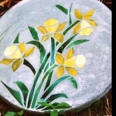 Stained glass stepping stone , by : Linda Burd Stained Glass Crafts, Mosaic Crafts, Mosaic Projects, Stained Glass Patterns, Mosaic Patterns, Mosaic Art, Mosaic Glass, Mosaic Tiles, Mosaic Designs