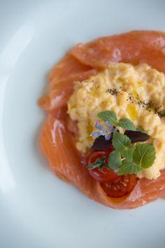 Gordon Ramsay maakt het perfecte ontbijtje: roerei met zalm