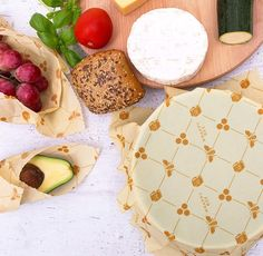 Bees Wrap, Beeswax Food Wrap, Biodegradable Products, Veggies, Wraps, Cheese Bread, Plastic Bags, Snacks, Jojoba Oil