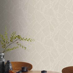 Vinyl wallpaper on non-woven fabric SUPERFRESCO Bananier taupe – All the DIY tips and the latest DIY, decoration and garden trends are at Castorama. Vinyl Wallpaper, Room Wallpaper, Papier Paint, Poster Background Design, Wall Organization, Hospitality Design, Decoration, Sweet Home, Wall Decor