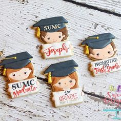 How cute are this graduates? ❤️ I'll be uploading pictures to our site this afternoon. #sharethecookie #graduationcookiecutters #3dprinting #graduationcookies #kindergartengraduation
