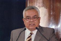El nicolaita michoacano, Juan Carlos Velasco Pérez, fue nombrado esta noche, nuevo Secretario General del Instituto Mexicano del Seguro Social en sustitución de Juan Moisés Calleja García, recientemente fallecido – ...
